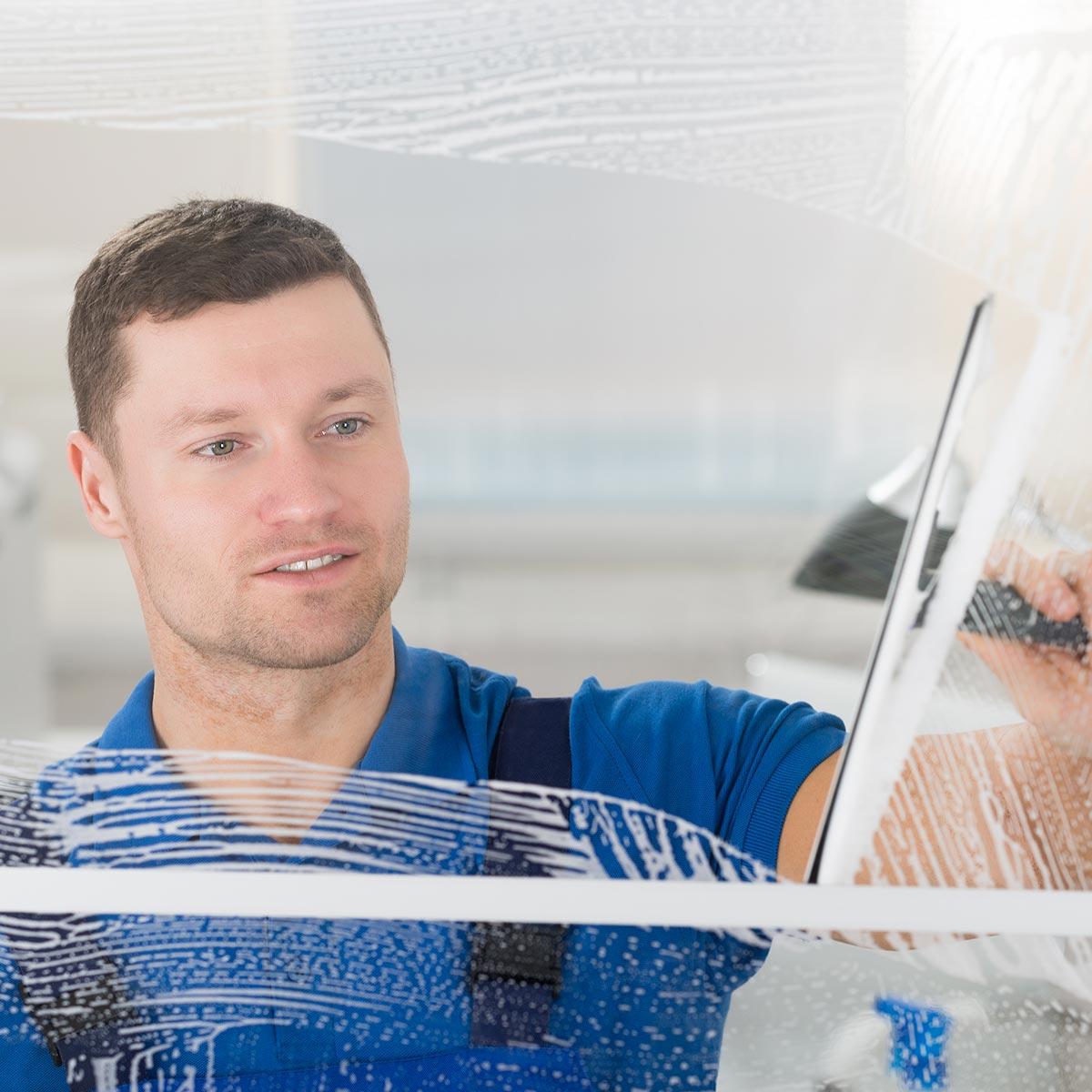 Fensterputzer Hamburg Harburg putzt zuverlaääsig Fenster in privaten Haushalten.